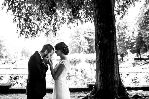 wedding photo by Daniel and Lindsay Stark of Stark Photography, Portland, Oregon wedding photographers | via junebugweddings.com