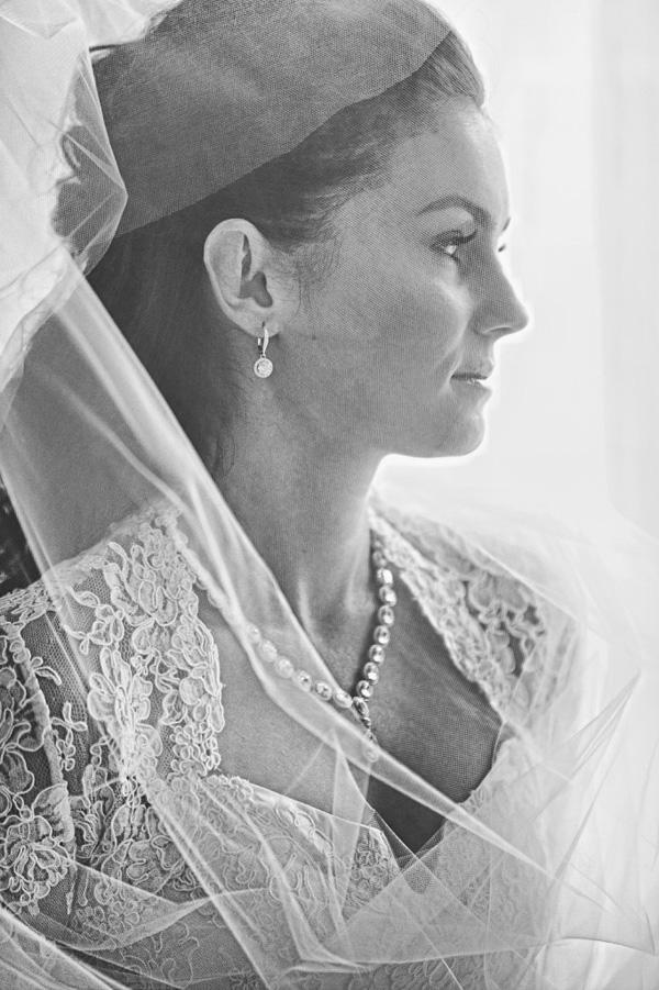 fashionable bridal portrait by Roberto Valenzuela | via junebugweddings.com