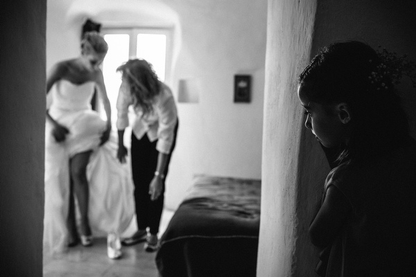 sweet getting ready photo by Julian Kanz, Italy | via junebugweddings.com