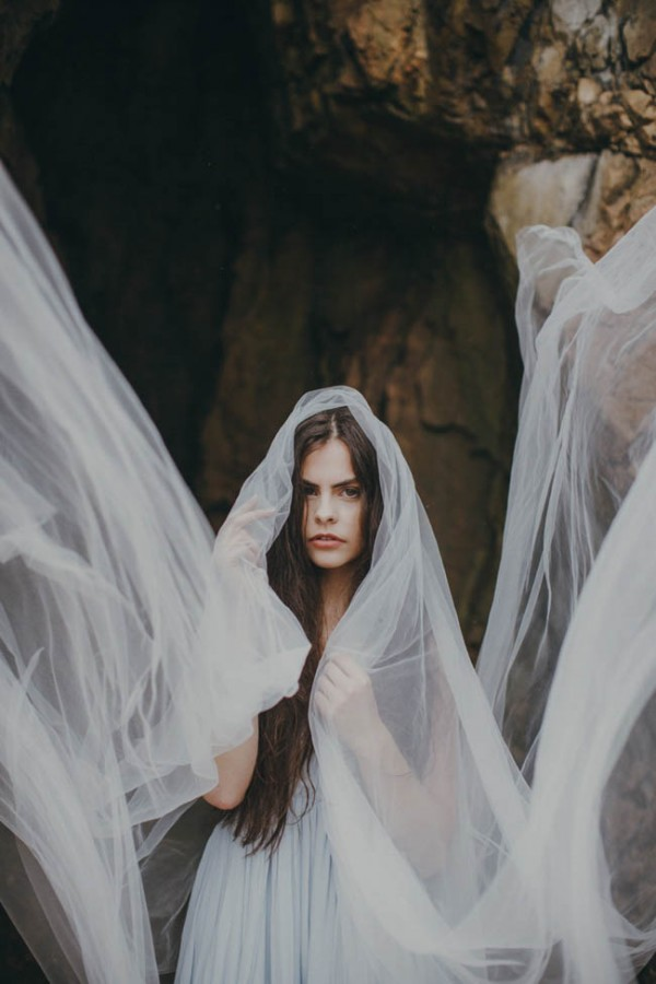 Dramatic-Beach-Wedding-Photos-23-600x900