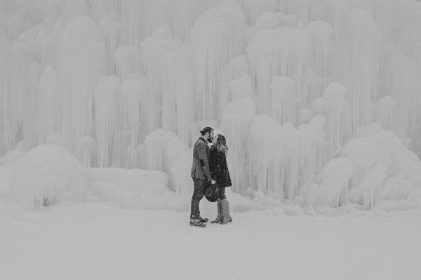 Snowy-Couple-Session-Ice-Castles-New-Hampshire-Darling-Photography-19-of-20-600x399