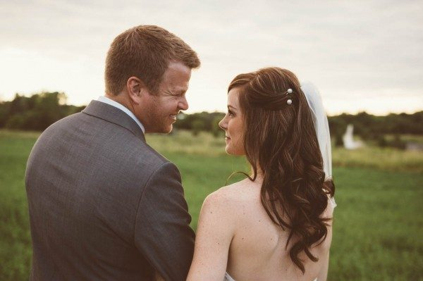 Sweet-Rustic-Wedding-Fields-West-Lake-Nikki-Mills-28-of-32-600x399
