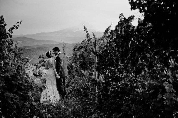 Farm-Inspired-Wedding-Gorge-Crest-Vineyards-MoscaStudio-16-of-25-600x399