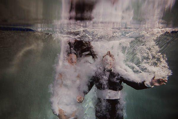 Underwater-Engagement-Shaun-Menary-Junebug-Weddings-1