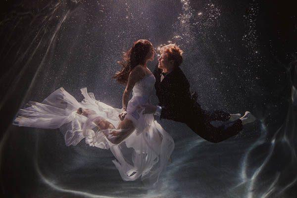 Underwater-Engagement-Shaun-Menary-Junebug-Weddings-2