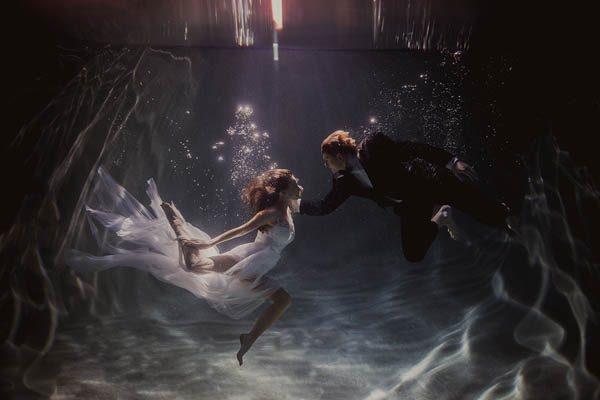 Underwater-Engagement-Shaun-Menary-Junebug-Weddings-3