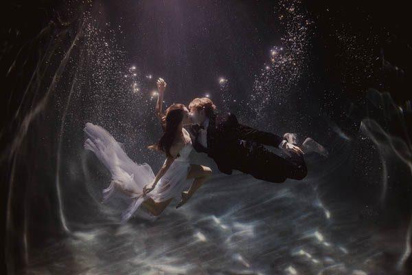 Underwater-Engagement-Shaun-Menary-Junebug-Weddings-4