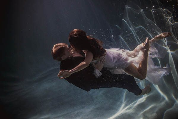 Underwater-Engagement-Shaun-Menary-Junebug-Weddings-5