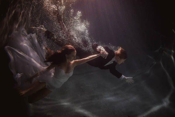Underwater-Engagement-Shaun-Menary-Junebug-Weddings-6