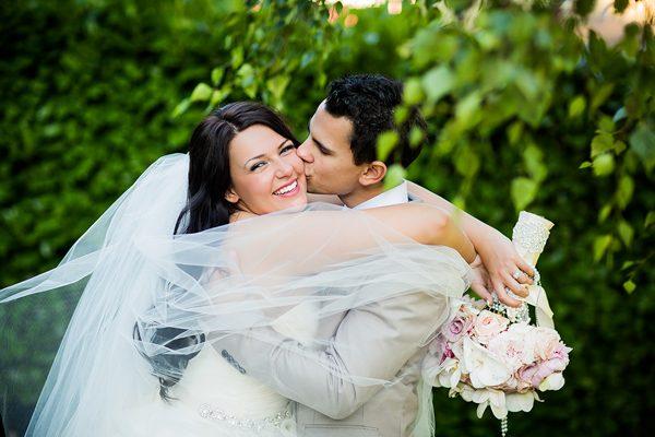 Dina-Chmut-Photographer-Spotlight-Interview-Junebug-Weddings-17