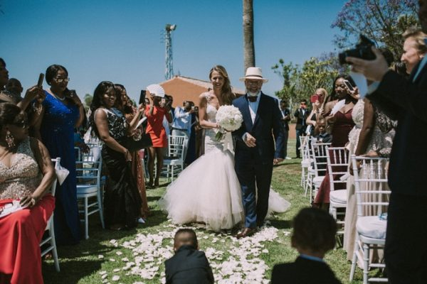 wedding-guests-taking-photos-11