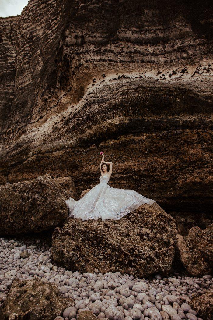 bridal portrait cliffside