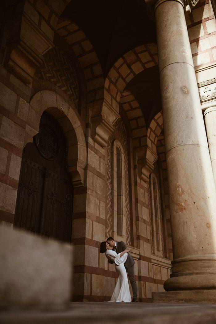 historical building wedding couple 2020