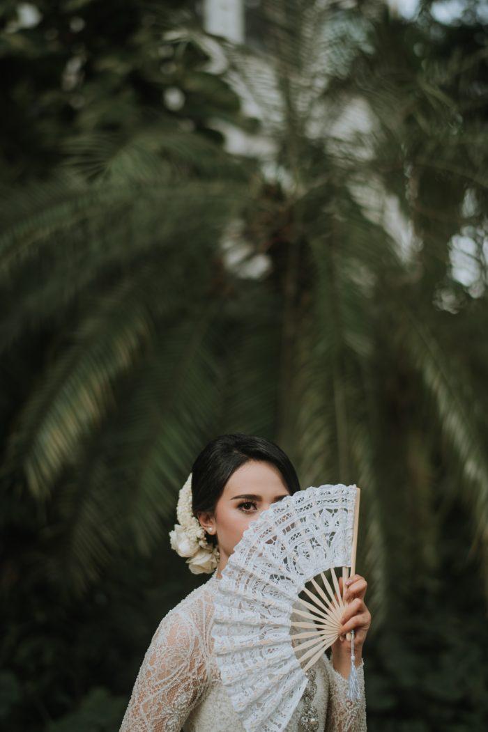 2021 bridal portrait with lace fan