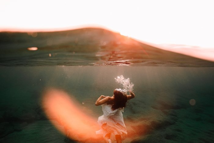 underwater bridal portrait photo