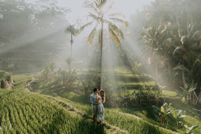 couple kissing under sunshine