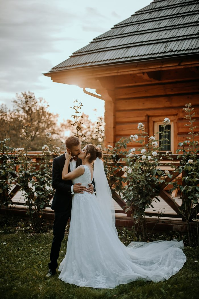 wedding couple kiss in garden