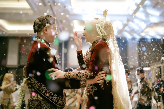 traditional wedding with confetti